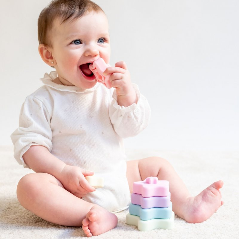Saro Baby silikonová stohovací kousátka Rainbow